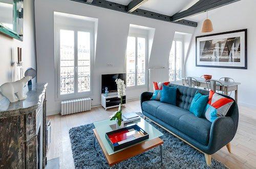 Photo d'un salon avec une cheminée en marbre